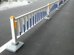 怎么设置道路护栏