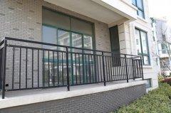 安装小区铁艺护栏注意什么?