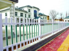 塑钢围墙栏杆立柱安装施工时应注意的问题: