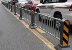 道路护栏开口如何设置